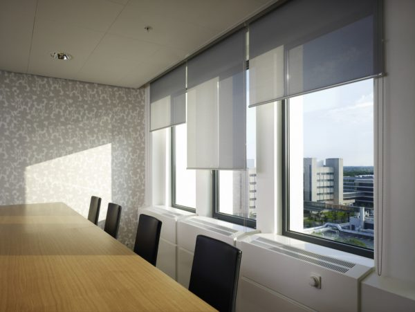 Silent Gliss 4930 Manual Roller Blind